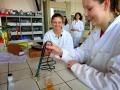 Žáci ZŠ Studánka v laboratořích Gymnázia Dašická 1083