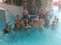 Pobyt nasich zaku v Nemecku: zaci v bazenu u schodiste, hloubka bazenu 120 cm
