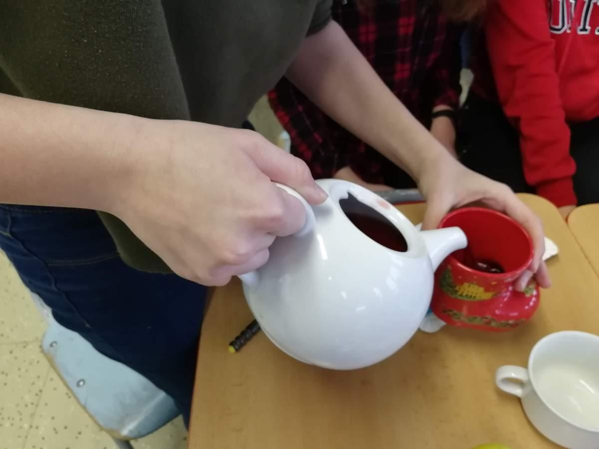 ovocný čaj od Teekanne.