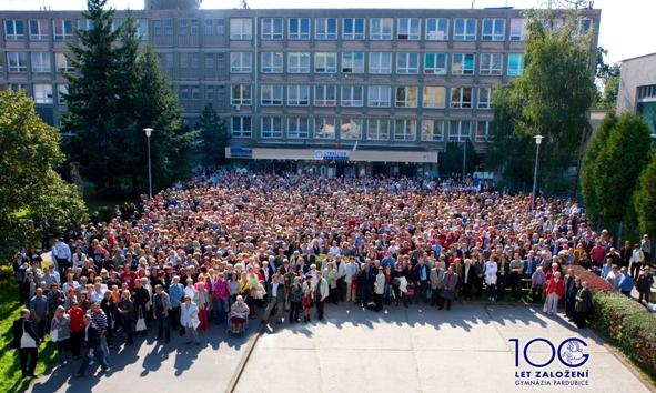 Společná fotografie - Největší počet absolventů jedné školy na společné fotografii