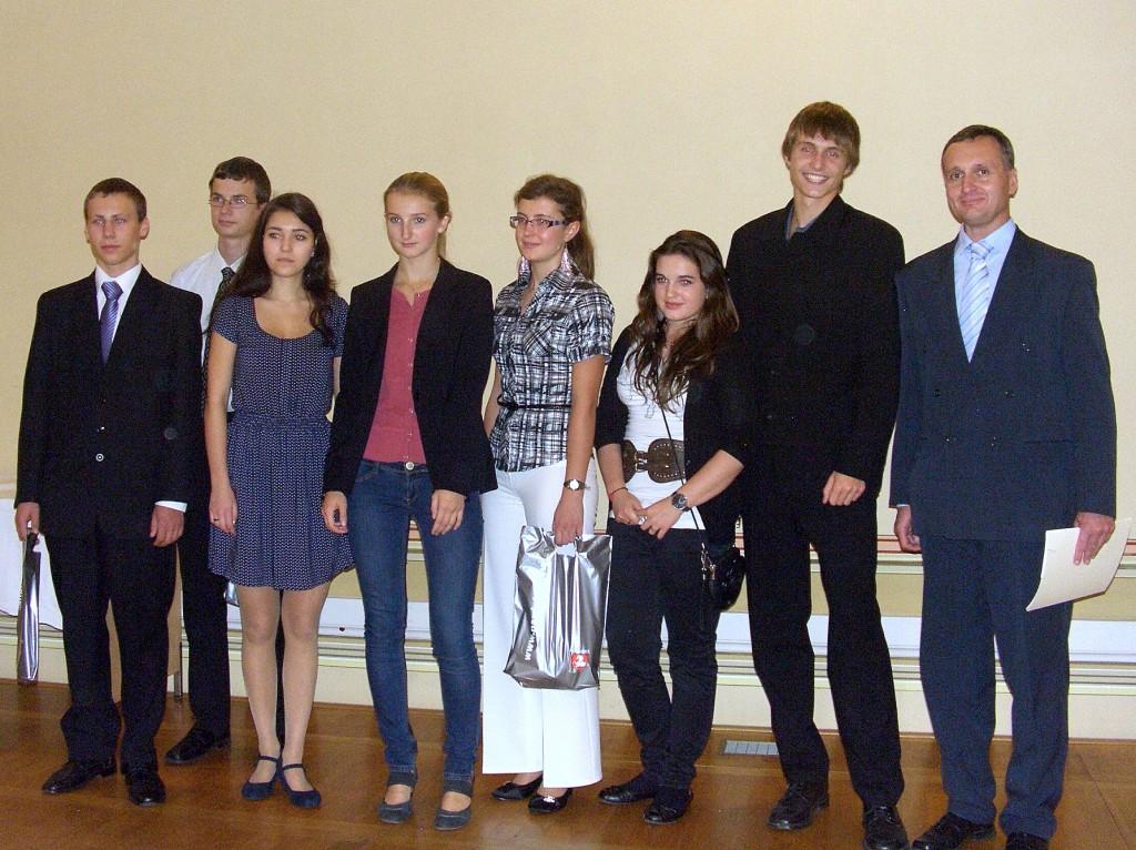 Více než 80 studentů pardubických středních škol a žáků škol základních 15. 10. 2012 převzalo ve Společenském sále pardubické radnice ocenění za studijní úspěchy, kterých dosáhli v uplynulém školním roce. Celkem 33 z osmdesátky oceněných studentů bylo z Gymnázia Dašická 1083 Pardubice.