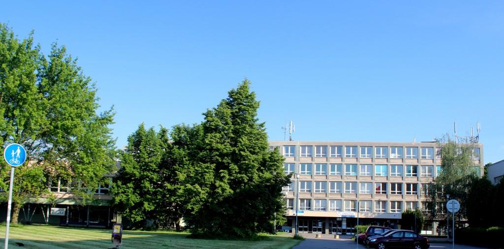 Gymnázium pohled ze severu (přední strana)