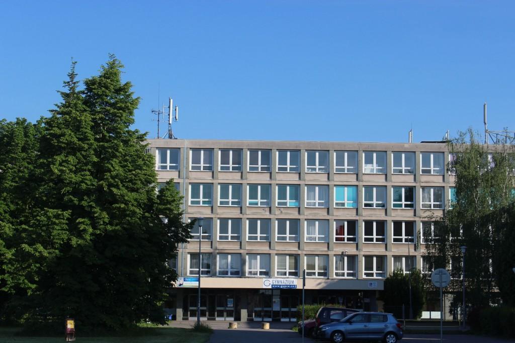 Gymnázium, Pardubice, Dašická 1083 predni strana
