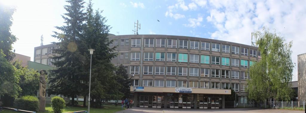 Gymnázium Dašická 1083 Pardubice vstupní strana (pohled ze severu)