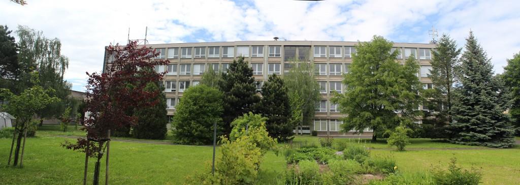 Gymnázium Dašická 1083 Pardubice pohled z jihu