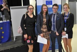 družstvo EYP s prezidentem poroty panem Hugo Dürrem (SE)